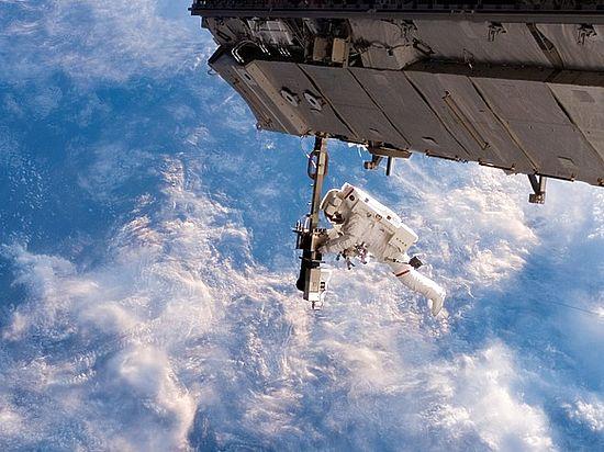 Через сто лет космический мусор «замурует» человечество на Земле