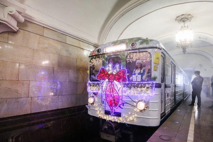 В московском метро запустили новогодний поезд » Новости со всего мира,Интересные новости,Интересные факты,Новости России сегодня,.