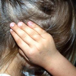 Психологи: строгое воспитание плохо влияет на успеваемость детей