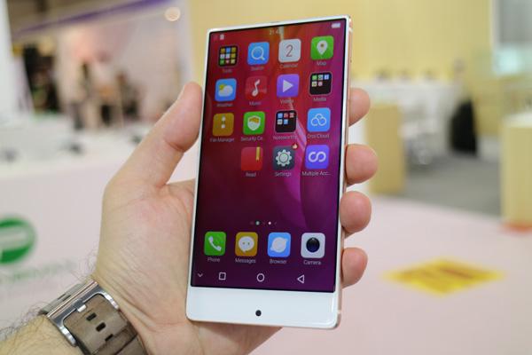 Umidigi Crystal при цене $150 должен стать самым доступным безрамочным смартфоном