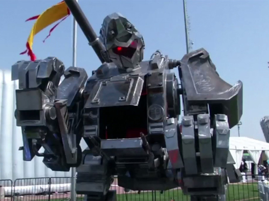 В Китае построили устрашающего боевого робота, похожего на гигантскую обезьяну