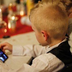 Психологи: смартфоны замедляют развитие речи у детей