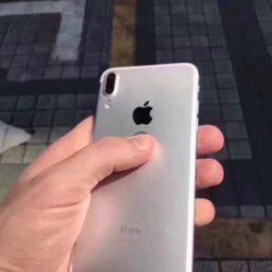 Фотогалерея дня: «живые» снимки смартфона iPhone 8, оснащённого сканером отпечатков пальцев на задней панели