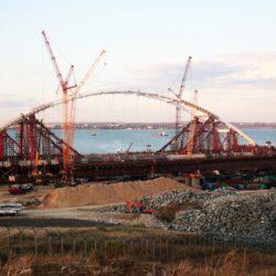 Строители моста в Крым ответили на сообщения о «санкционной» технике