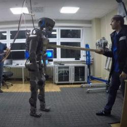 Ученые учат общаться космического робота Федора
