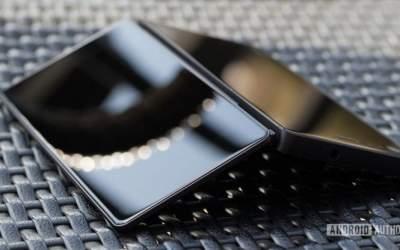 ZTE представит складной смартфон с двумя экранами