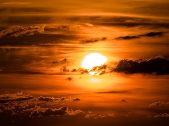 Уфологи представили видео о гигантском НЛО, пролетевшем сквозь Солнце