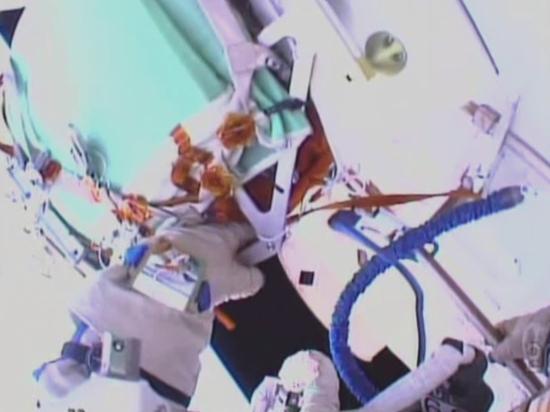 Работа в открытом космосе в прямом эфире