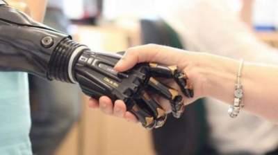 Создана уникальная рука, которая переводит обычную речь в язык жестов