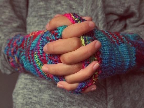 Математики разобрались, почему у человека хрустят пальцы