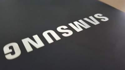 """Компания Samsung готовит смартфон с """"монобровью"""""""