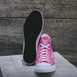 Известная компания презентовала гибрид кроссовок и смартфона