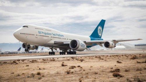 GE9X, самый большой в мире реактивный двигатель, впервые поднял авиалайнер в воздух