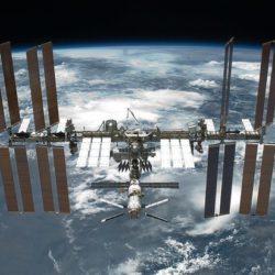 В День космонавтики рядом с МКС заметили «НЛО»
