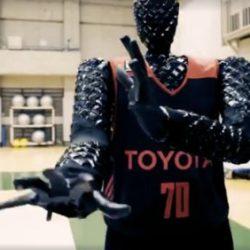 CUE - робот-баскетболист от компании Toyota, который превосходит профессиональных игроков по точности бросков