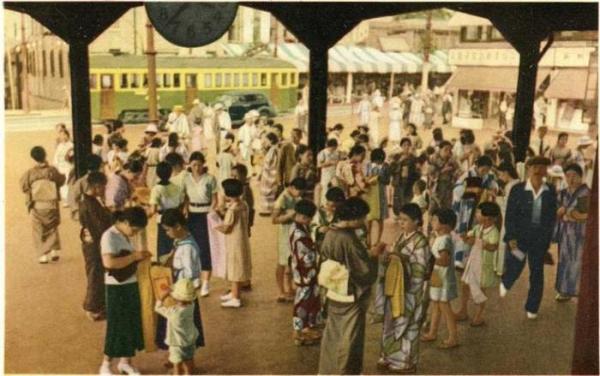 """Женщины вышивают """"Пояса с тысячью стежков"""", 1930–е годы, Япония"""
