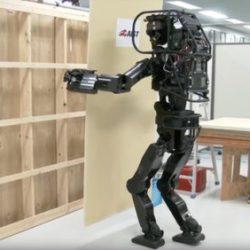 Японцы продемонстрировали нового робота, который является будущим строительных технологий