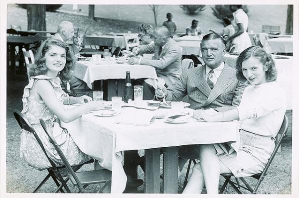 Опубликованы редкие снимки юной Джеки Кеннеди
