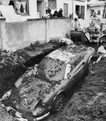 История про закопанную в землю Феррари