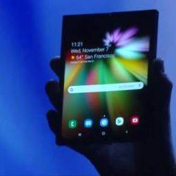 Гибкий смартфон от Samsung складывается пополам