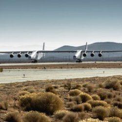 Самый большой в мире самолет разогнался до скорости отрыва от взлетно-посадочной полосы