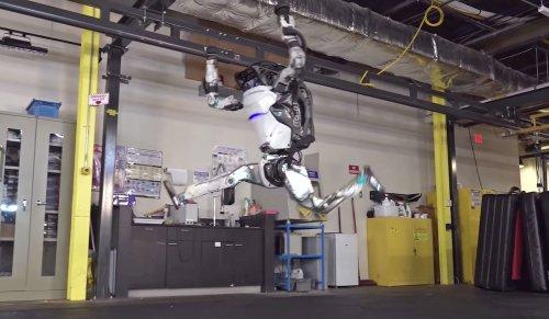 Новости компании Boston Dynamics - акробатические трюки робота Atlas и начало продаж робота Spot