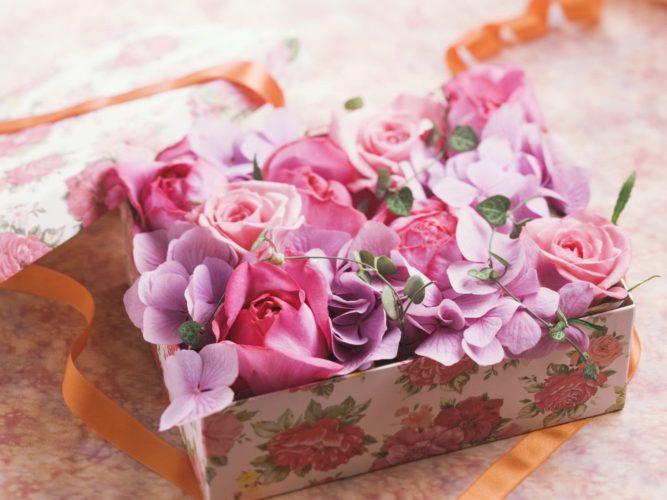 Изысканные композиции из свежих цветов с доставкой