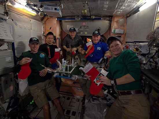 Экипаж МКС отпраздновал католическое Рождество без елки