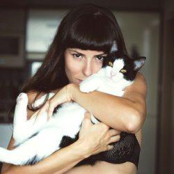Кошки превращают хозяев в мазохистов и извращенцев