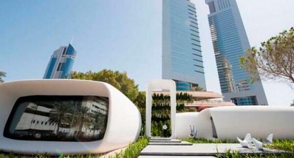 Чувствительный робот, съеденный iPhone и напечатанное здание