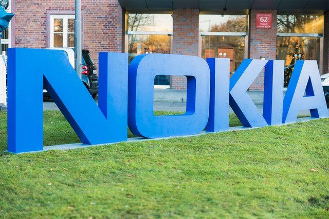 Nokia подает в суд на компанию Apple в Европе и США, обвиняя ее в нарушении 32 патентов