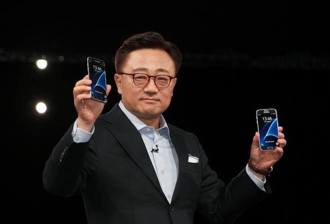 Samsung завершила расследование проблемы с Galaxy Note7 и передала данные независимым лабораториям, но результаты пока неизвестны
