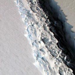 В кратчайшее времена от Антарктиды отколется крупнейший айсберг » Новости со всего мира,Интересные новости,Интересные факты,Новости России сегодня,.