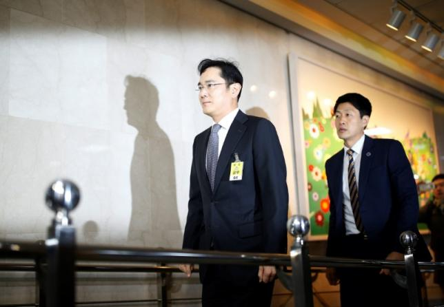 Вице-президент Samsung Electronics и фактический глава Samsung Group Ли Джей обвиняется во взяточничестве