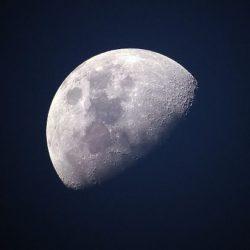Американский планетолог предрёк падение Луны на Землю
