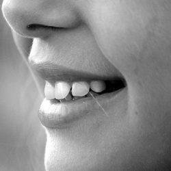 Специалисты выяснили, как друзья влияют на здоровье зубов