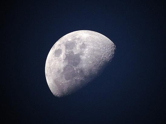 На Луне обнаружены тоннели, в которых могли бы жить люди