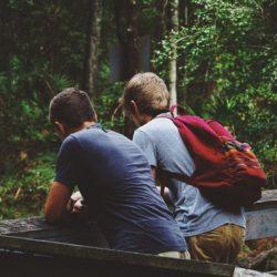 Психологи выяснили, чем мужская дружба отличается от женской