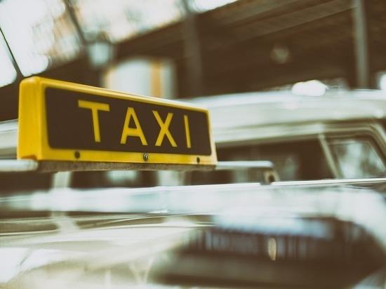 Ученые рассказали, в такси какого цвета лучше не садиться