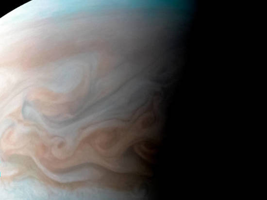 В интернет попали снимки гигантского вихря на Юпитере