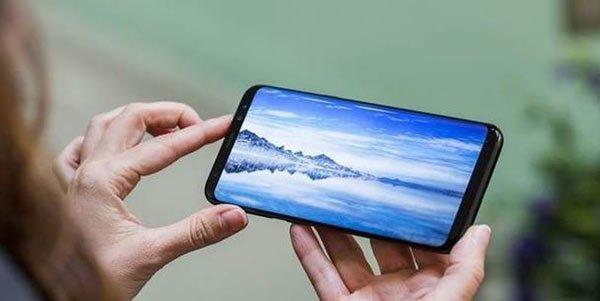 Эксперты сравнили Samsung Galaxy S8 и iPhone 7 Plus