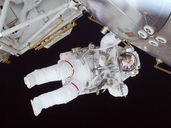 Астронавты NASA на МКС вышли в открытый космос
