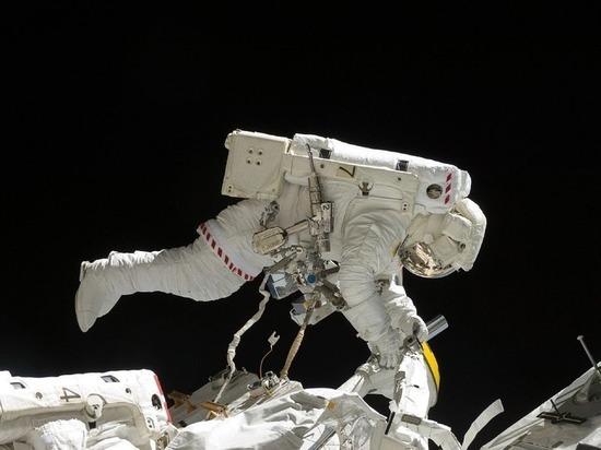 Два члена экипажа МКС вернулись на Землю
