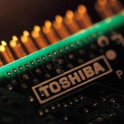 На руководство Toshiba давят, чтобы оно рассмотрело альтернативы продаже полупроводникового производства выбранному кандидату
