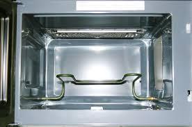 Правильная очистка поворотной платформы микроволновки