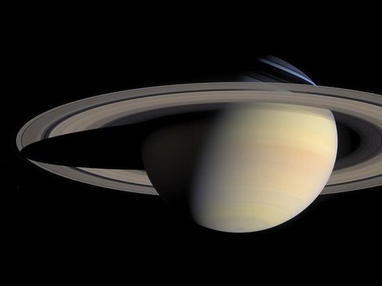 Из снимков Сатурна, полученных «Кассини», составили видеоролик