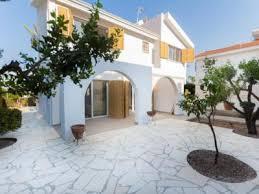 Съем жилья на Кипре через посредника: безопасно и выгодно