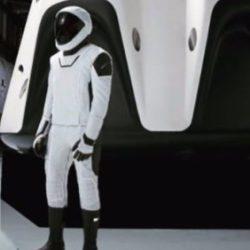 Компания SpaceX демонстрирует полный вариант скафандра для экипажа космического корабля Crew Dragon