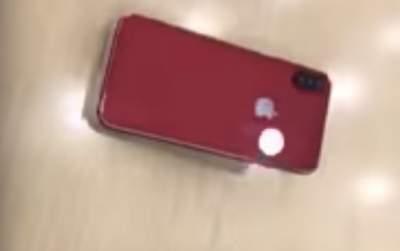 iPhone X в красном цвете запечатлен на видео