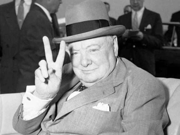 Уинстон Черчилль жестом требует от И. Сталина взятку в два миллиона*